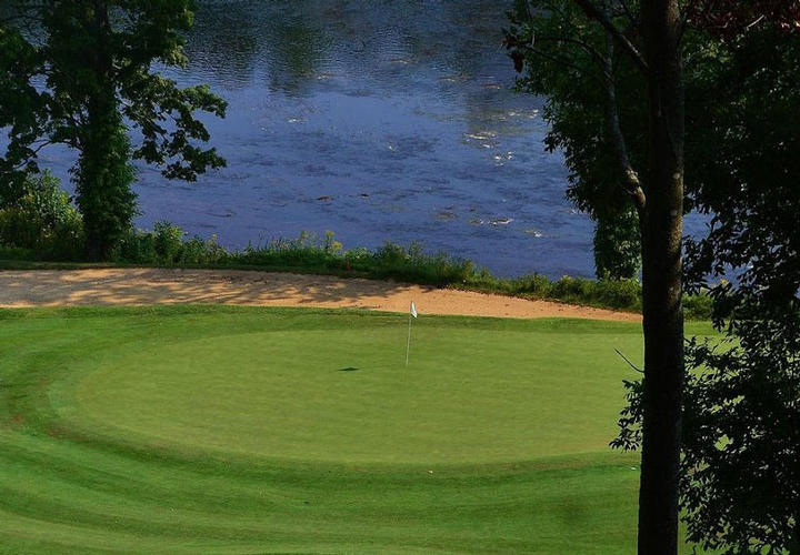 golf green at pete dye river course