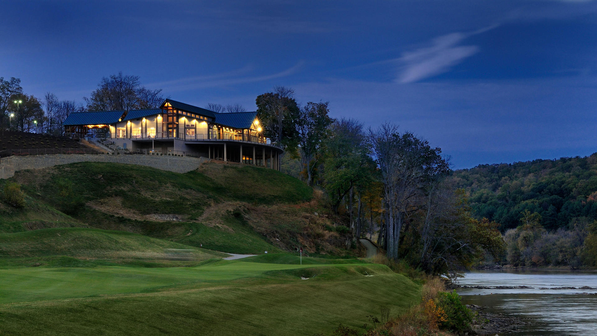 night time at prestons restaurant on pete dye river course